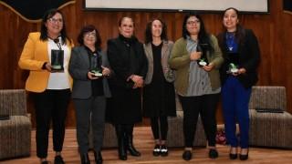 Entrega la SIBISO y la Escuela Nacional de Trabajo Social, reconocimientos a trabajadoras sociales de la capital